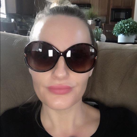 1e0a4f813875 Jessica Simpson Accessories - Jessica Simpson sunglasses.
